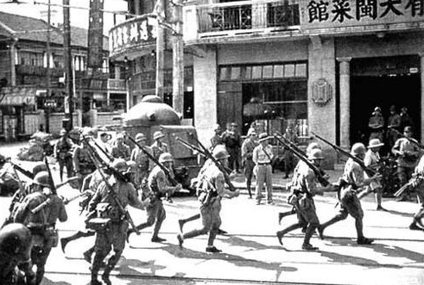 Japanese Marines invade Shanghai in 1937