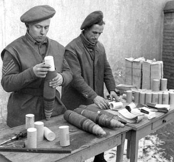 British soldiers loading 25 pounder propaganda shells with leaflets